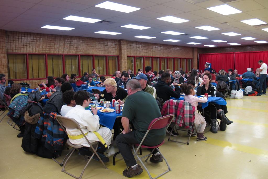 Grande participation au diner de la fête de Noël